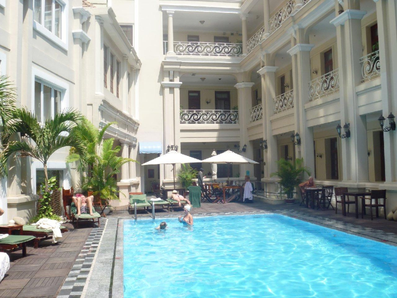 grand-hotel-saigon-vietnam-courtyard-swimming-pool
